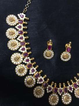 First quality neckpiece and earring set