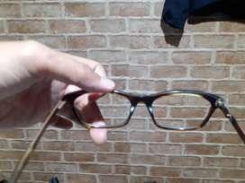 Service kacamata frame patah dicat
