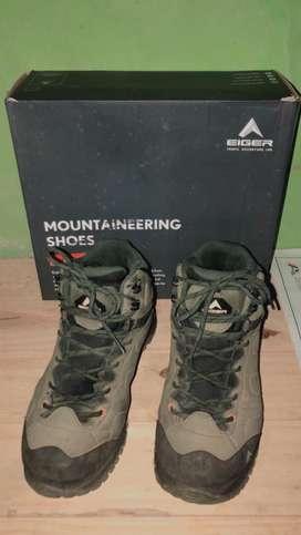 Sepatu eiger mountaineering