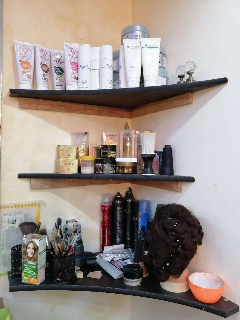 Staff for make up studio and saloon