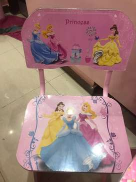 Barbie table chair in pink