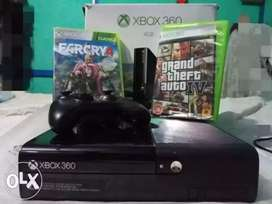 XBOX 360 4 GB WITH ONE CONTROLLER AND TWO Free games