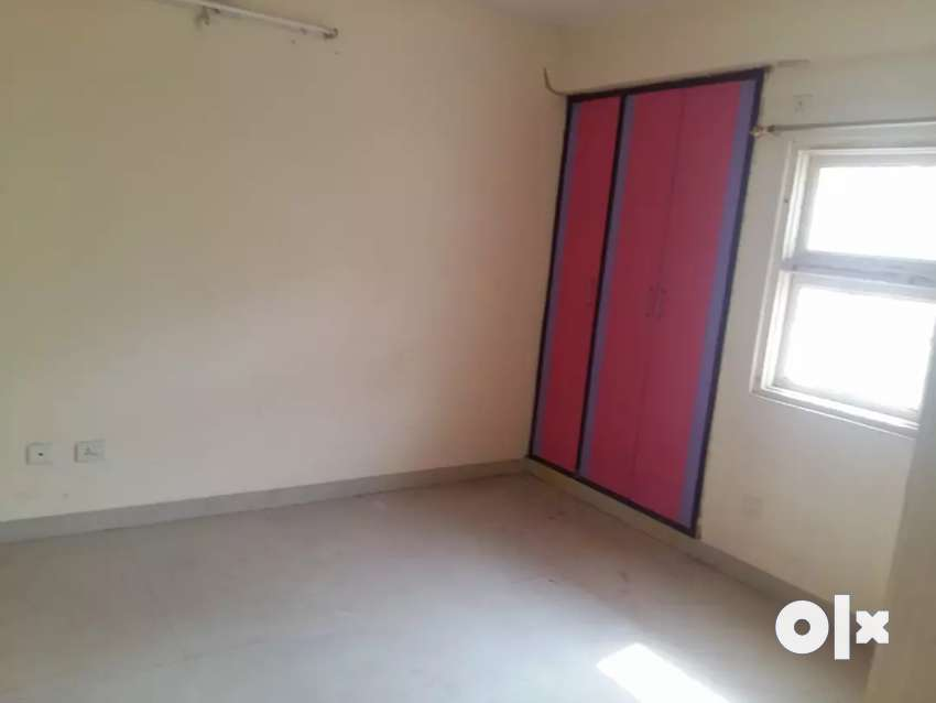 3 BHK flat in well developed housing society@ Rs 35 lacs 0