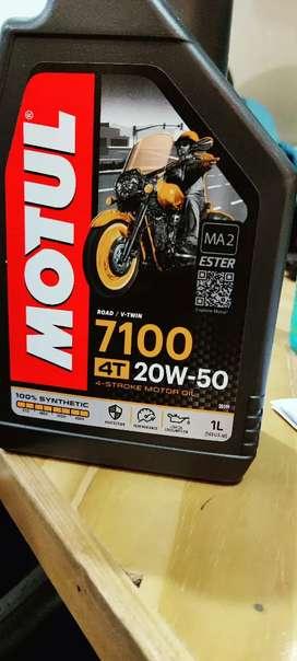 Motul 4t 20W-50 engine oil