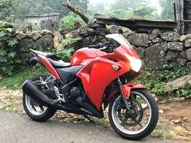 Cbr 250 r  chili red colour