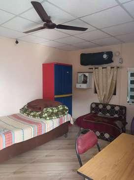 Urgent rent out 1 room set vaishali gzb