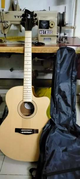 Gitar akustik cort