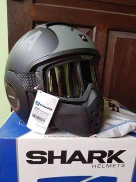 helm shark raw masih segel ukuran M