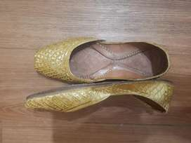Hardly used golden khussa for sale!