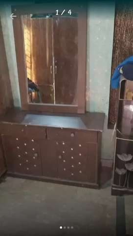 Dressing table for sale with mirror abd microwavr