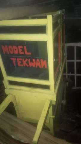 Berobak model dan bakso