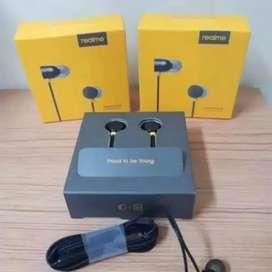 HS Headset / earphone Realme universal bass mantap