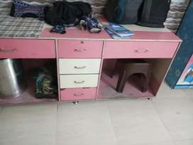 Beauty Parlour counter with morror