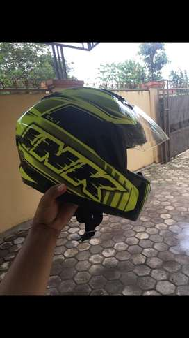 Helm ink cl-1. Warna hijau stabilo(tidak norak)