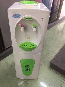 Dispenser Hot and Cold Miyako (Panas dan dingin)