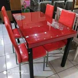 Meja makan kaca 4 kursi