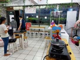 Meja barista dan kursi meja