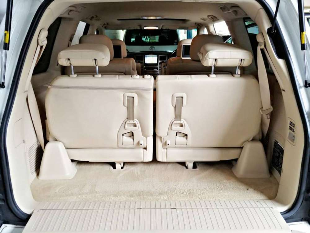 Lexus LX570 2014 Super White – Perfect condt