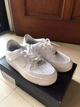 Woman Air Force 1 sage low (sneakers) putih
