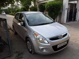 Single hand drive well maintained i20 car (plz resend the message)
