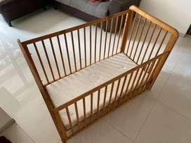 Baby bed with matt