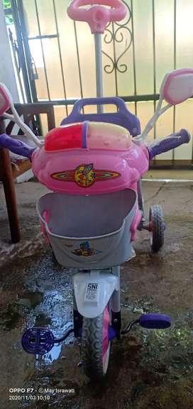 Sepeda roda tiga family