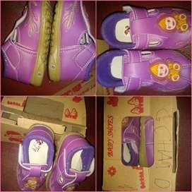 Sepatu anak ungu cantik kuat dan bagus Marsha and the bear