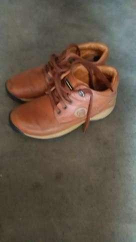 Bhai mrp 3695 orignel shoes Red chif.ke hai bhai