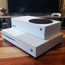 X box series s with 2 controllers
