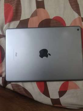 Ipad 6th generation in excellent condition with original Charger