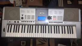 Yamaha PSR-I425 Keyboad with adaptor.