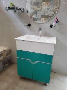 Washroom vanity in excellent conditio