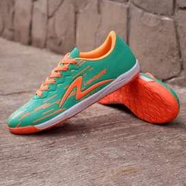 Sepatu futsal specks