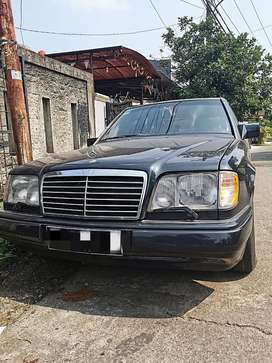 Mercedes Benz E220 Masterpiece 1995 Manual..