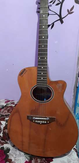 Acoustic guitar. Urgent sale.money problem