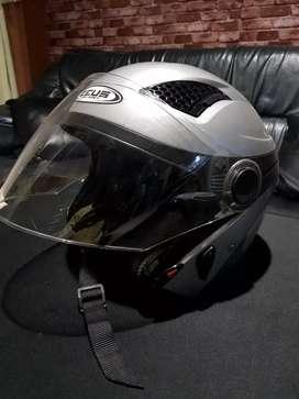 Helm motor merk zeus