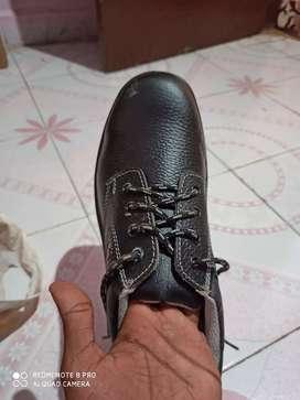 Bata mens or kids wear shoes size 8