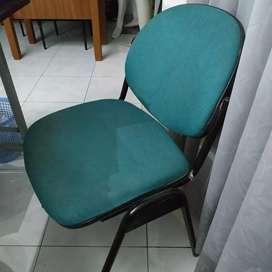 Kursi kantor ijo besi kokoh tanpa roda