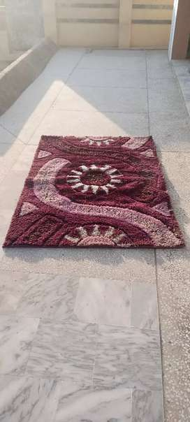 Very beautiful luxury and decent look Rug