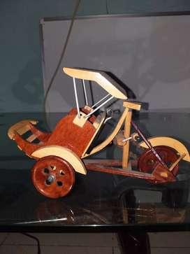 Miniatur Becak Kayu Antik