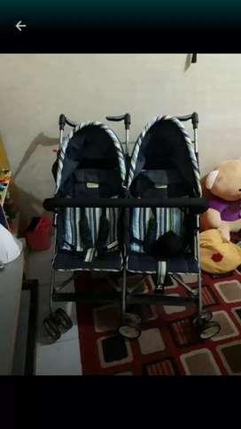 Stoller untuk bayi kembar