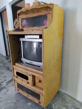 TV with TV trolley in very good condition
