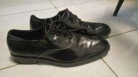 Sepatu Pria LV...