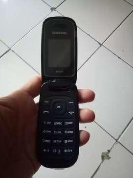 Handphone Samsung type E1272 hitam