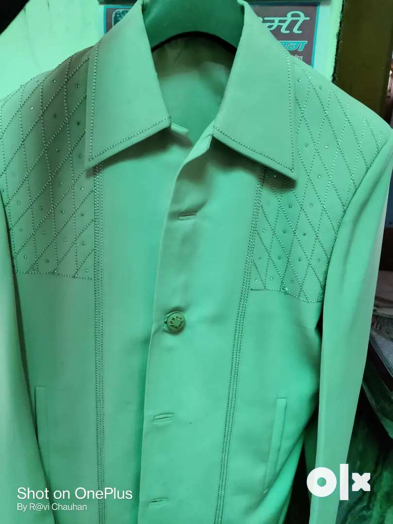 Coat . Cream color . 36 number 0
