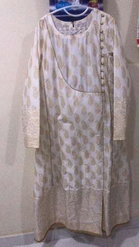 Brand new, zero meter 3 piece limelight's lawn white n gold suit