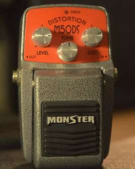 efek gitar stompbox pedal monster distortion M50DS