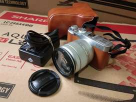 Camera Mirrorless Fijifilm X-A2 ( Silver ) Lensa 15-45MM..