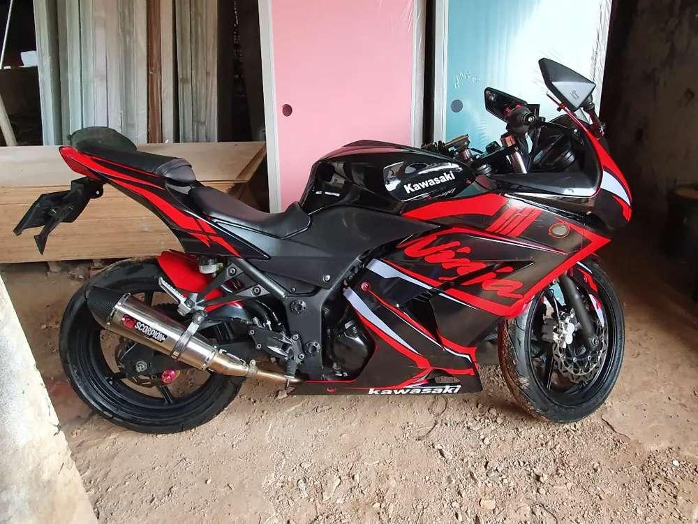 Di jual ninja 250 karbu th 2010