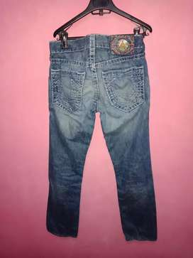 Bismillah, dijual celana panjang True Religion original USA